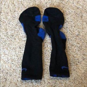 Black and blue Nike elite socks